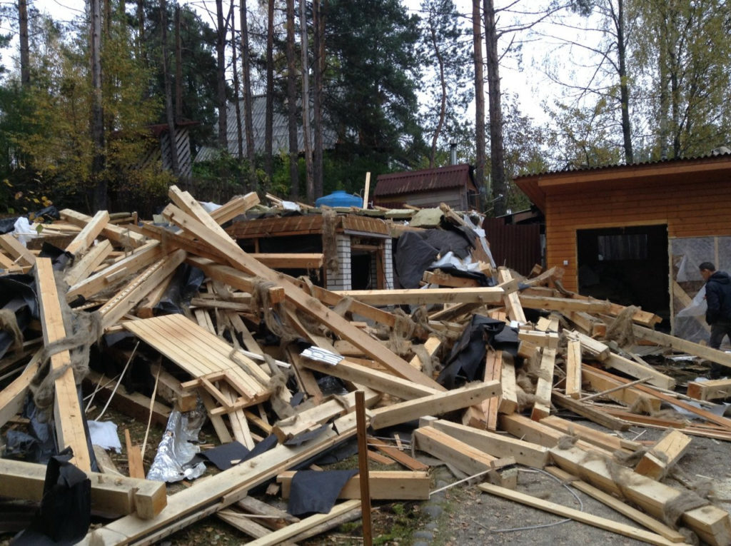 Демонтаж дома из бруса