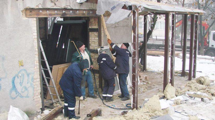 Демонтаж пристройки к дому